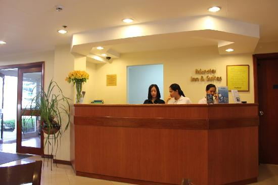 Microtel Inn & Suites by Wyndham Baguio: フロントデスク ここで市内観光の事前予約を