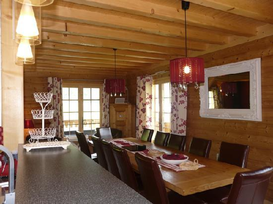 salle manger picture of chalet coeur du bois chatel tripadvisor. Black Bedroom Furniture Sets. Home Design Ideas