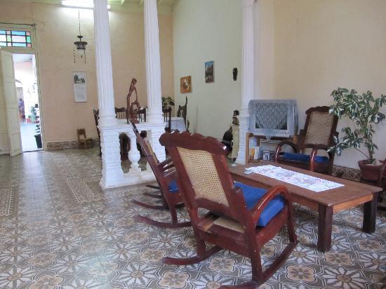 Hostal Del Pino y Belkys : living room