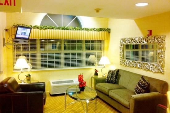 Jacksonville Plaza Hotel & Suites: Hotel Lobby