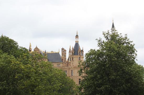 AMEDIA Plaza Schwerin: Shwerinのお城、ホテルからも徒歩で