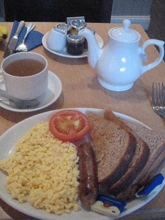 The Buttery Hotel: Full English Breakfast (without the mushrooms or bacon)