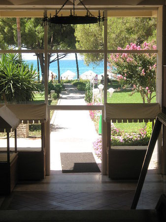 Barut Acanthust & Cennet: Walk from reception to beach