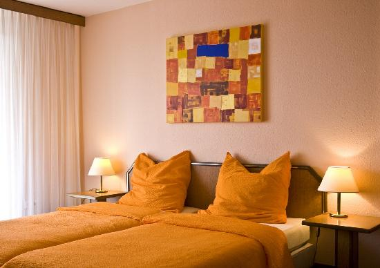 ApartInn Apartmenthotel Heidelberg-Leimen: Komfortables Doppelbett