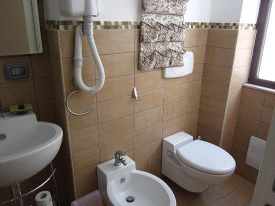 La Terrazza Sul Porto Guest House: beautiful and modern bathroom