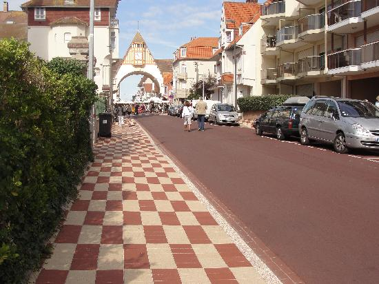 Le Touquet – Paris-Plage, France : A street in Le Touquet