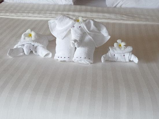 Pacific Club Resort: More Clever Bed Decorations