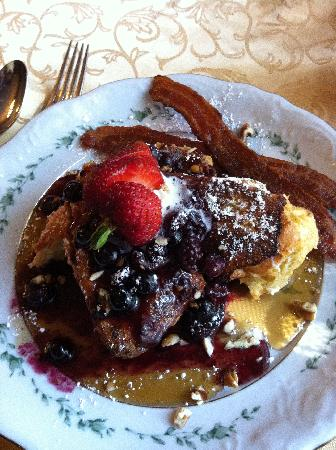 The Cedar House Inn: The BEST french toast ever!