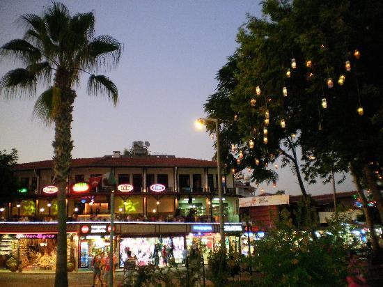 Raga Aparthotel: side town