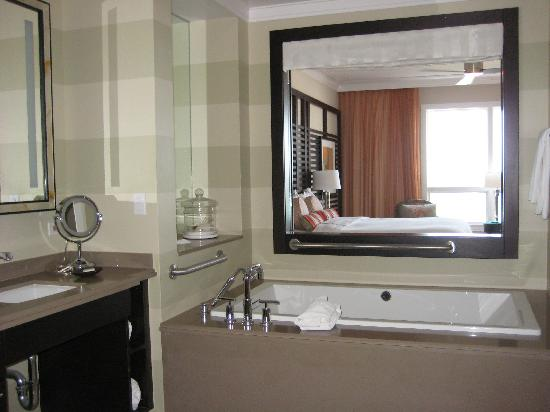 Hyatt Siesta Key Beach Resort, A Hyatt Residence Club: Master Bath thru to Master Bedroom to  Oceanfront view