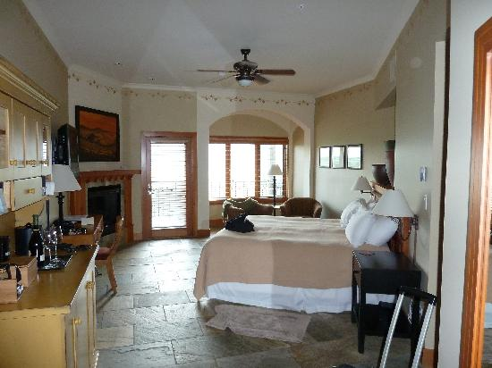 Burrowing Owl Estate Winery Guest House: Room