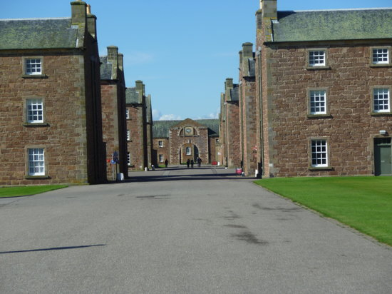 The Highlanders' Museum (Queen's Own Highlanders Collection): Entering the fort