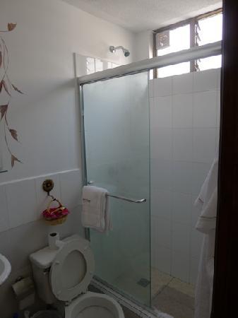 Morenica del Rosario Hotel: compact but nice bathroom