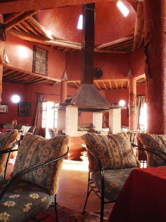 Auberge Ksar Sania: Salon et cheminée