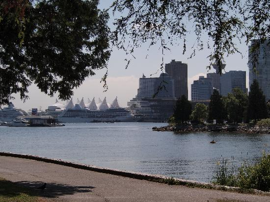 Fairmont Waterfront : View from Stanley Park