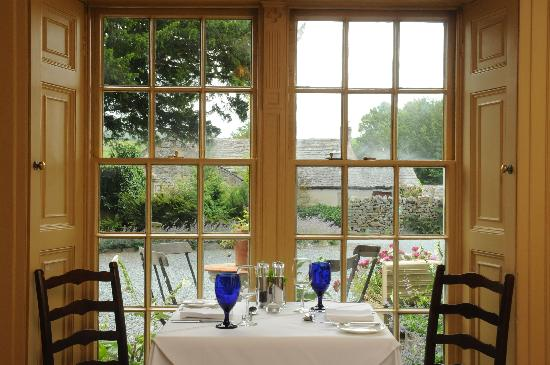Austwick, UK: One of the 2 dining rooms