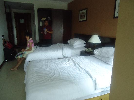 Galeri Ciumbuleuit Hotel & Apartment: The double superior room