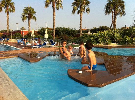 Baia Samuele Hotel Villaggio: piscina elevata