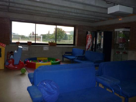Albergue Rural Ruta del Ferro : Sala de estar en la recepción