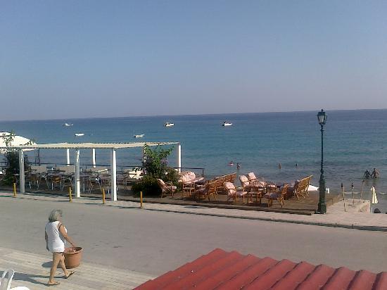 Xenios Dolphin Beach: look from the balcony to the beach