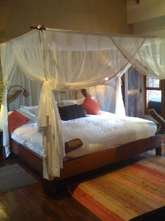 Ulusaba Private Game Reserve, Sudáfrica: safari room bed