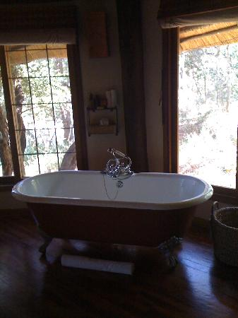 Ulusaba Private Game Reserve, África do Sul: river room bath