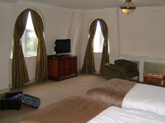 Bracken Court Hotel: Room was larger than it looks here!