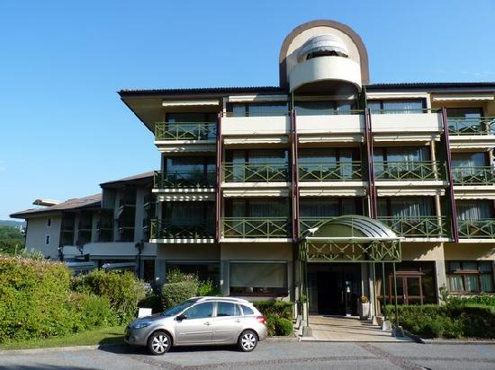Entr e de l 39 h tel picture of hotel villa marlioz aix for Entree hotel