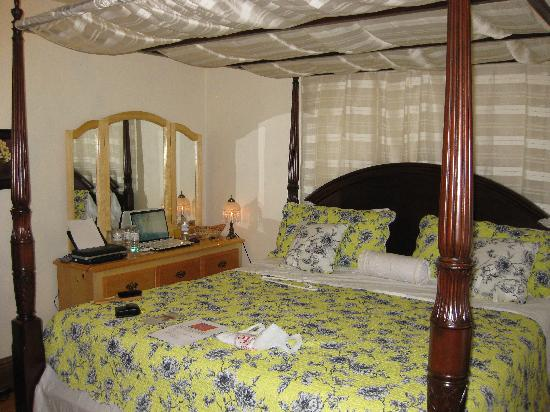 Li-Li Bed & Breakfast: Beautiful Rose Room with WI-FI 1