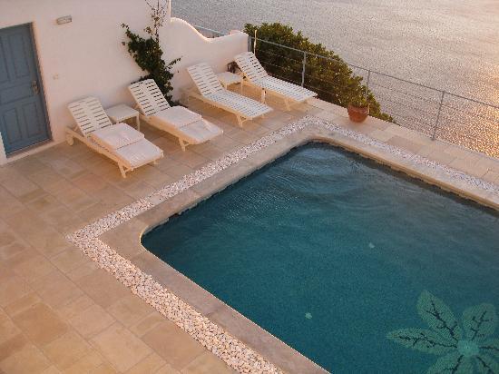 Absolute Bliss Imerovigli Suites: pool