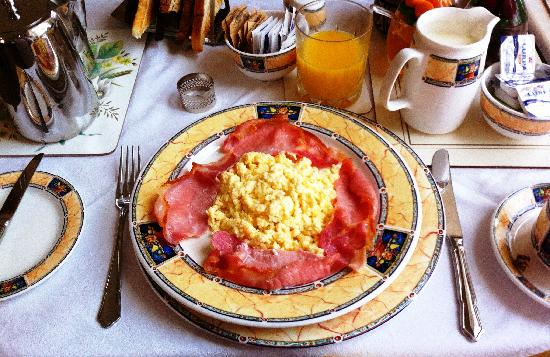 Ballater, UK: Scrambled & Rashers