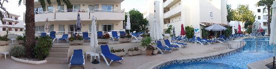 Aparthotel Cap de Mar: Pool Side