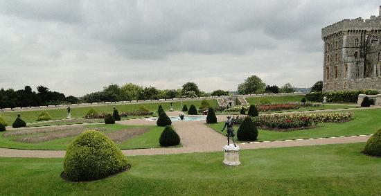 พระราชวังวินด์เซอร์: Queen's garden