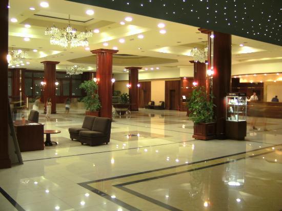 Kipriotis Panorama Hotel & Suites: the Lobby