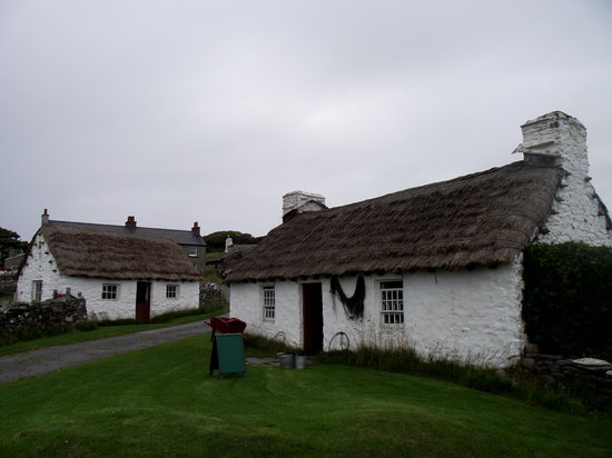 Cregneash, UK: Harry Kelly's Cottage On The Right