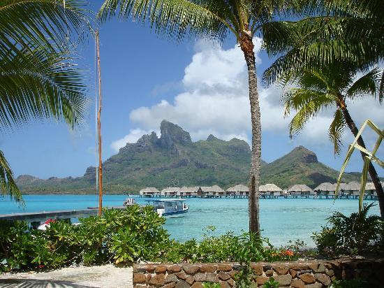 Four Seasons Resort Bora-Bora : View from the beach