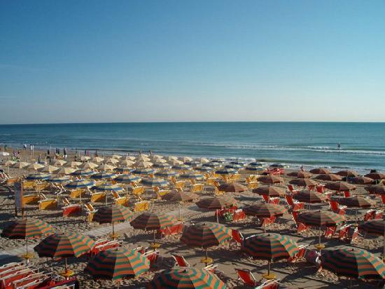 Pineto, Ιταλία: scorcio della spiaggia hotel corallo
