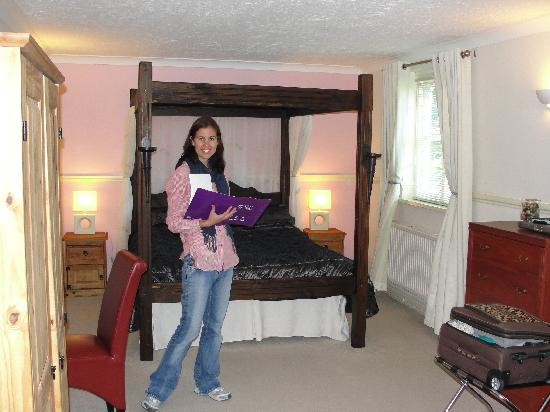 The Old Rectory Country Hotel and Golf Club: Four poster BIG room