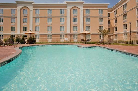 Holiday Inn Richmond South-Bells Road: Crystal clear outdoor pool.