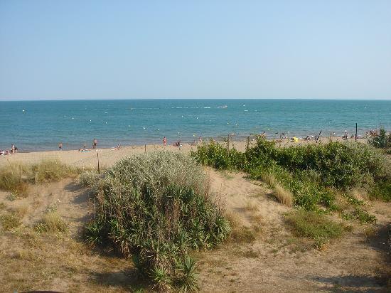 Serignan, France: La plage le long du camping