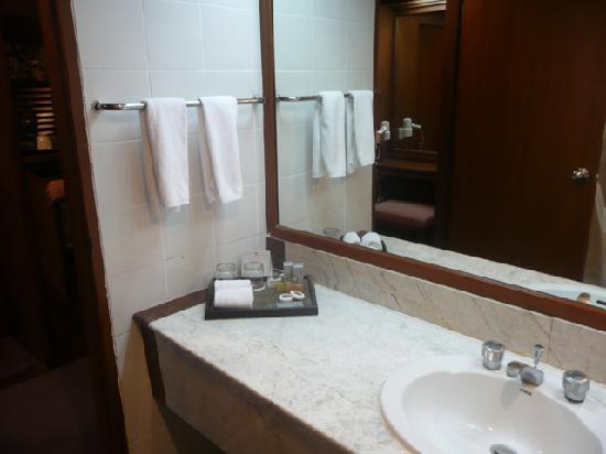 โรงแรมทวินทาวเวอร์: STANDARD ROOM
