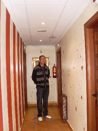 Rafa en el pasillo fotograf a de el hostal puerta bisagra - Bisagra de puerta ...