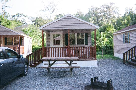 Big Oaks Family Campground: Cabin #13