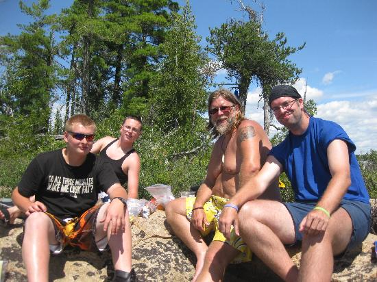 Voyageur Canoe Outfitters: lunch break on last day