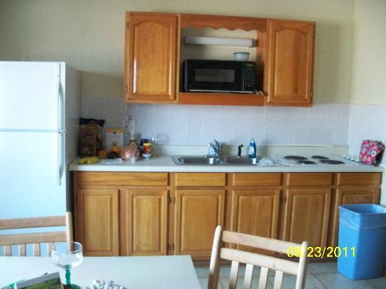 Palm Crest Resort Motel: nice kitchen area