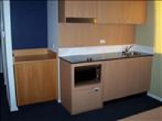 Waldorf Parramatta Apartment Hotel: kitchen in unit