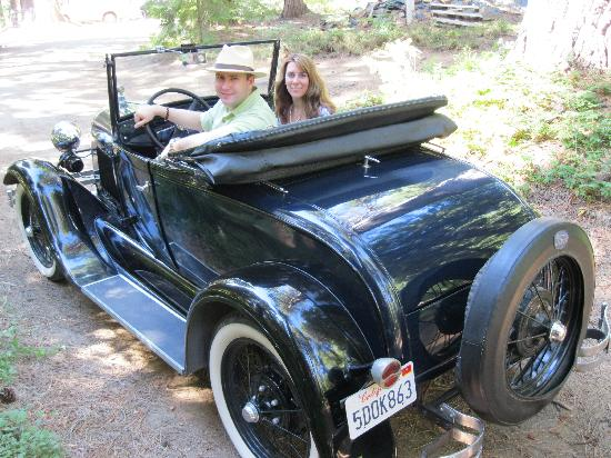 Tin Lizzie Inn: Next day we got to drive the car ourselves