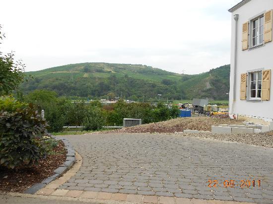 Weingutshotel St. Michael: View towards river & concrete Lock structure