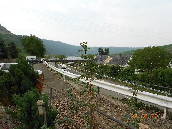 Weingutshotel St. Michael: Busy Mosel Highway runs just below