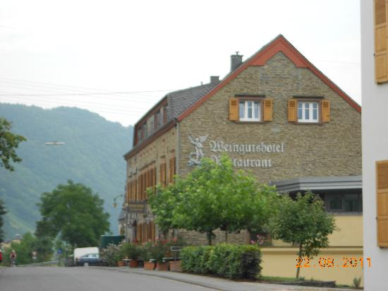 Weingutshotel St. Michael: Village road runs along the other side